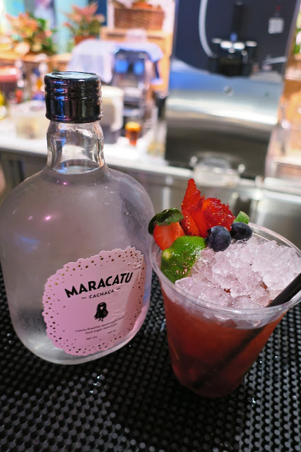 Caipirinha (blueberry and blackberry) with a bottle of the Maracatu