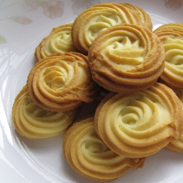 Freshly baked Vienna Cookies, also known as Sable.