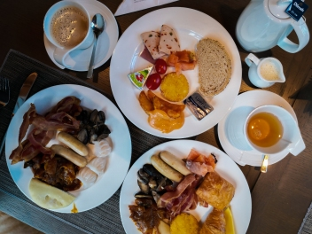 Dining at Carlton City Hotel Singapore Club Lounge for breakfast