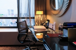 Carlton City Hotel Singapore Hotel Room with working desk